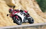 R1 The world is a curve: Cornering that's what supersport is all about! (en ingl...