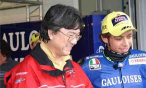 Masahiro Inumaru chatting with Valentino Rossi in the paddock