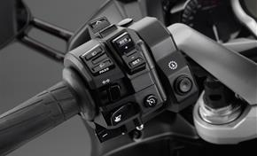 2013_FJR1300AS_Sport Touring_Shifters on the handlebar_02 from 236-532727 (gc_single_col)