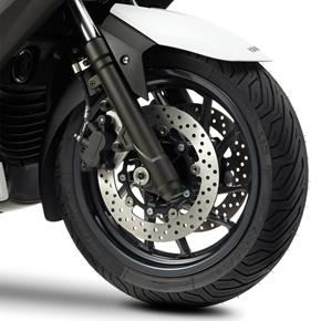 2013_XMAX400_Scooters_Front wheel_09 from 236-533790 (gc_single_col)