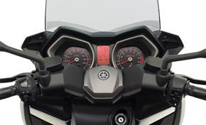 2013_XMAX400_Scooters_Rich interior_08 from 236-533251 (gc_single_col)