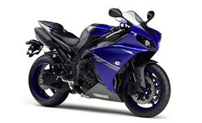 2013_YZF1000R1_About Design - Development_R1 2013_14 from 236-526916 (gc_single_col)