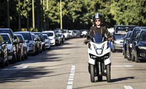 2015_MW125_Scooters_Narrow and compact from 236-582012 (gc_single_col)