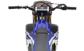 2015_WR250F_Off road_No fuel cap in the way from 236-603725 (gc_single_col)