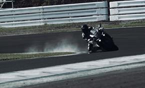 2015_YZF1000R1_Supersport_Testing the match between system and bike from 236-598369 (gc_single_col)