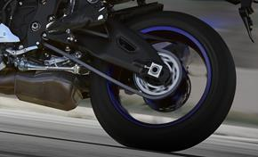 2015_YZF1000R1_Supersport_Traction control is lean angle sensitive from 236-598387 (gc_single_col)
