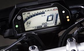 2016_MT10_Sport Touring_LED instrument panel provides extensive information from 236-661032 (gc_single_col)