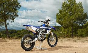 2016_WR450F_Off road_An enduro racer that's powerful and fun from 236-656222 (gc_single_col)
