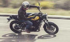 2016_XSR700_Sport Touring_Riding position is casual and relaxed on XSR 700 from 236-650061 (gc_single_col)