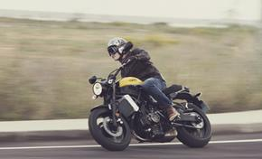 2016_XSR700_Sport Touring_Sporty performance and roadholding from 236-650066 (gc_single_col)