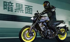 2017_MT09_Sport Touring_Motard style riding position from 236-683157 (gc_single_col)