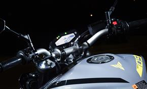 2017_MT09_Sport Touring_Wide, tapered aluminium handlebar and new dashboard position from 236-683187 (gc_single_col)