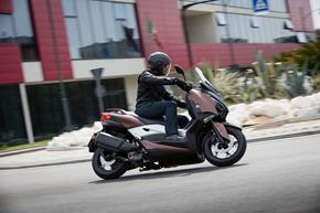2017_XMAX300_Scooters_High performance, remarkable starting acceleration and traction control from 236-703774 (gc_single_col)