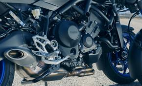 2018_MXT850_NIKEN_Yamaha's famous crossplane 3-cylinder engine from 236-732141 (gc_single_col)