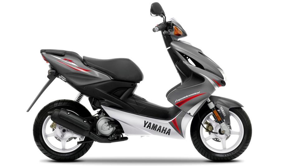 2010 Yamaha Aerox 50 EU Aluminium Slate Studio 002 aerox r 2010 scooters yamaha motor uk yamaha aerox yq 50 wiring diagram at eliteediting.co