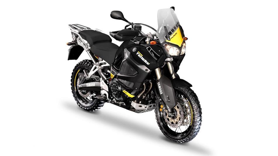 Différences / Améliorations entre les différents millésimes 2012-Yamaha-XT1200Z-Super-Tenere-World-Crosser-UK-Midnight-Black-Studio-002