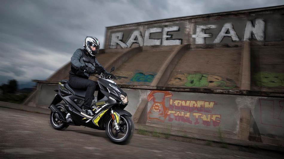 Ficha técnica de la Yamaha Aerox R Naked 2013 - Masmoto.es