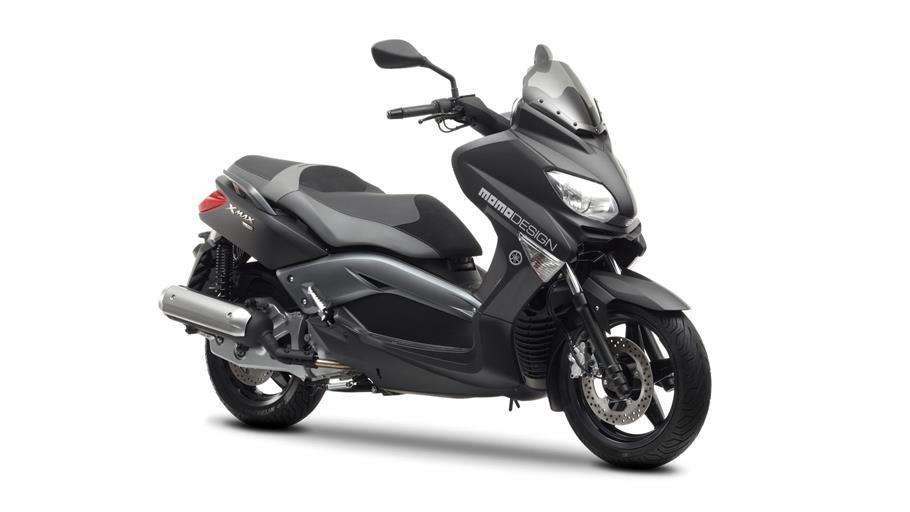 X-MAX 125 MOMODESIGN - Novidade 2013 2013-Yamaha-XMAX-125-MOMO-EU-Power-Black-Studio-001