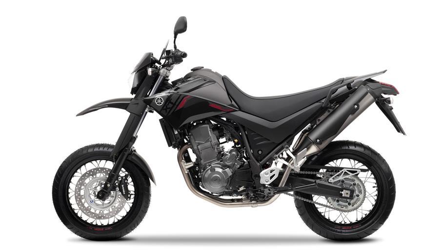 http://cdn.yamaha-motor.eu/product_assets/2013/XT660RSM/2013-Yamaha-XT660X-EU-Yamaha-Black-Studio-006.jpg?width=910&quality=75