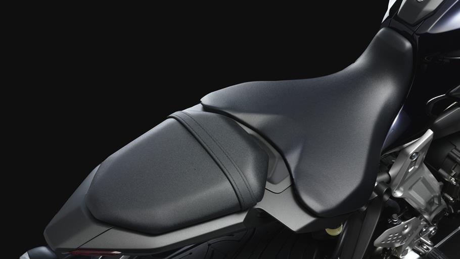 Yamaha MT-07 Rise Up Your Darkside  - Page 3 2014-Yamaha-MT-07-EU-Deep-Armor-Detail-017