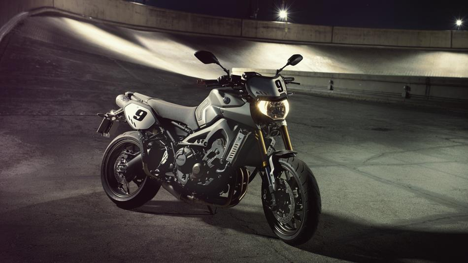 http://cdn.yamaha-motor.eu/product_assets/2014/MT09ST/950-75/2014-Yamaha-MT09-Street-Tracker-EU-Matt-Grey-Static-003.jpg