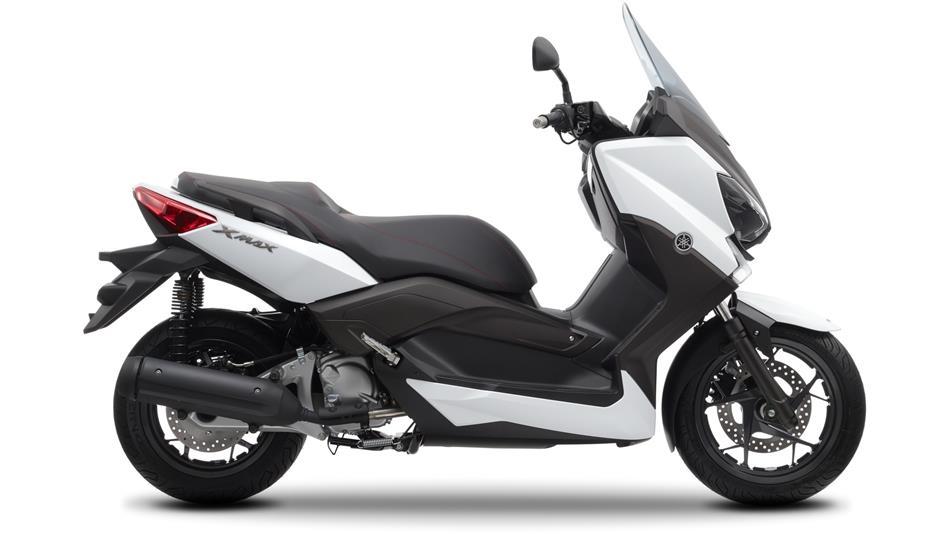 ¿HAY MOTOS POR LA PLAZOLETA? - Página 4 2014-Yamaha-X-MAX-250-ABS-EU-Absolute-White-Studio-002