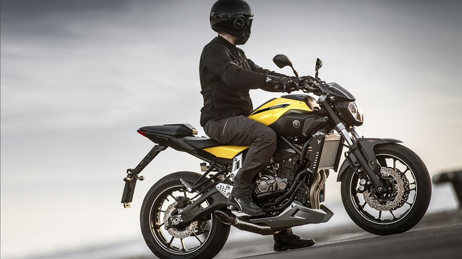 2015-Yamaha-MT-...