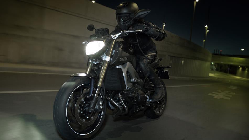http://cdn.yamaha-motor.eu/product_assets/2015/MT09/950-75/2015-Yamaha-MT-09-EU-Deep-Armor-Action-004.jpg
