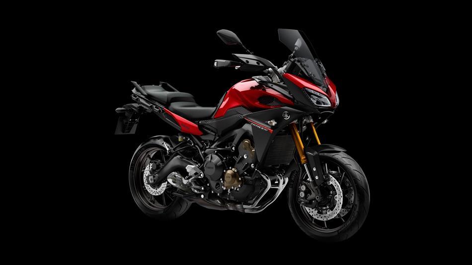 Nouveau membre, bientôt nouveau motard. - Page 2 2015-Yamaha-MT09-Tracer-EU-Lava-Red-Studio-008