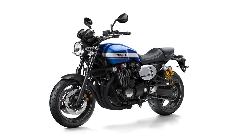 2015-Yamaha-XJR1300-EU-Power-Blue-Studio-007.jpg