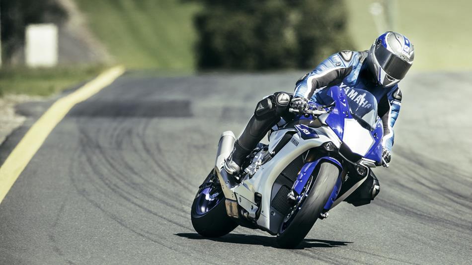 2015 Yamaha YZF R1 EU Race Blu Action