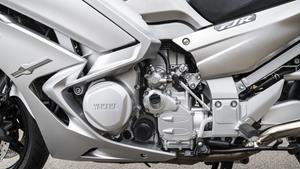 Motor cu 4 cilindri în linie şi 1.298 cc