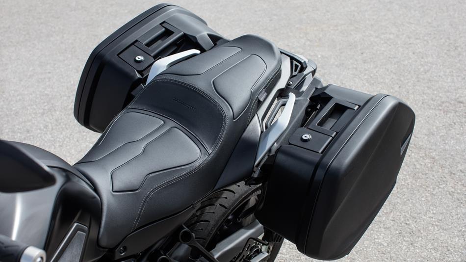 2016 Yamaha Tracer 700 EU Radical Red AccessorizedDetail