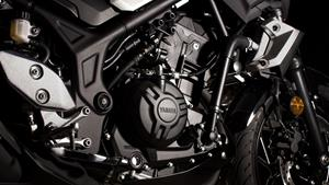 Keyifli bir sürüş sunan tork ile sıvı soğutmalı, sıralı, 2 silindirli motor