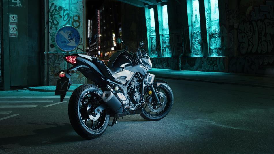 2016-Yamaha-MT250-EU-Midnight-Black-Static-003