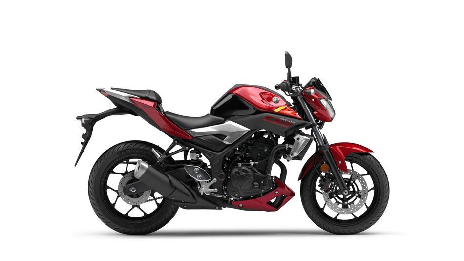 2016-Yamaha-MT320-RU-Power-Red-Studio-002