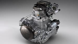 Motor în 4 timpi, de 450 cm3