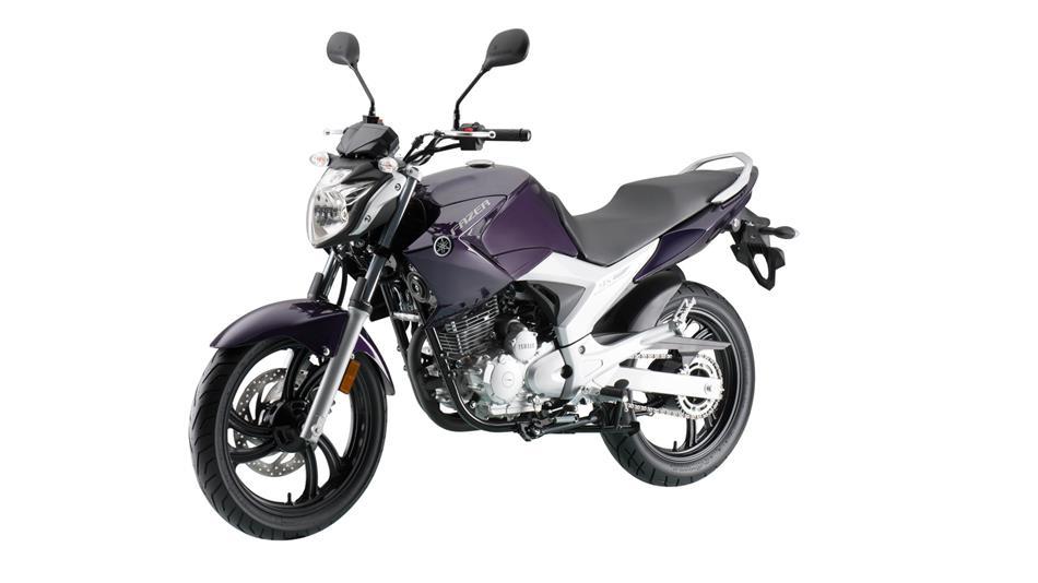 2016-Yamaha-Fazer-250-RU-Cosmic-Purple-Action-001