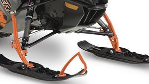 Asimetričan prednji ovjes i mali razmak skija