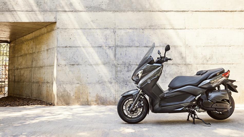 X max 400 2017 scooters yamaha motor uk for Wohnlandschaft 400 x 300