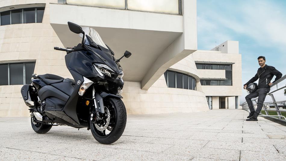 2017-Yamaha-T-MAX-ABS-EU-Midnight-Black-Static-002