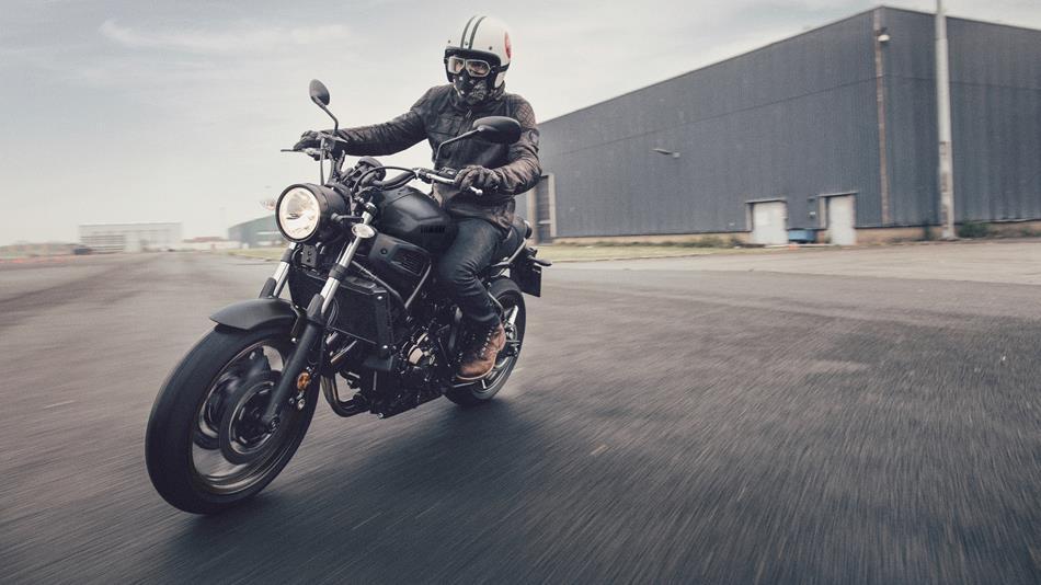 2017 Yamaha XSR700 EU Tech Black Action 009