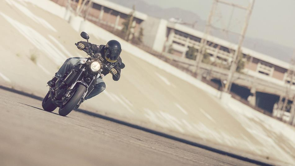 2017 Yamaha XSR900 EU Garage Metal Action 001