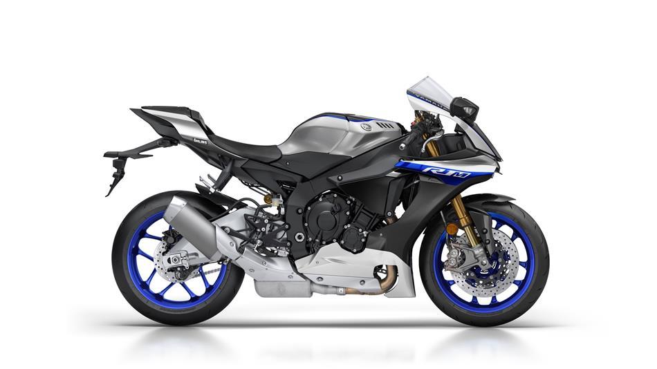 2017-Yamaha-YZF-R1M-EU-Silver-Blu-Carbon-Studio-002