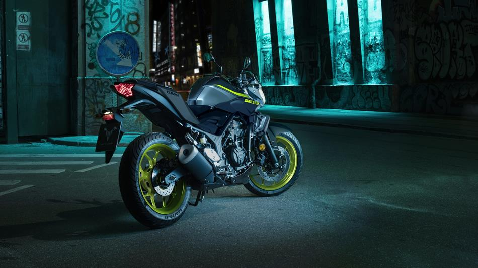 2018-Yamaha-MT-03-EU-Night-Fluo-Static-003