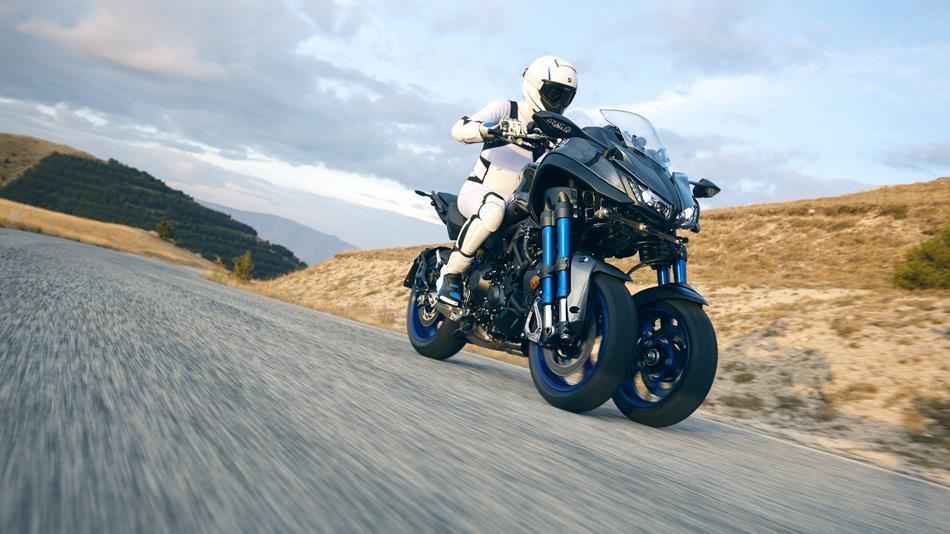 2018-Yamaha-MXT850-EU-Graphite-Action-002