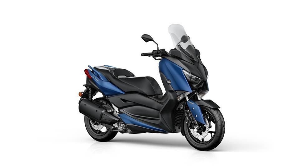 2018-Yamaha-X-MAX-300A-EU-Phantom-Blue-Studio-001.jpg