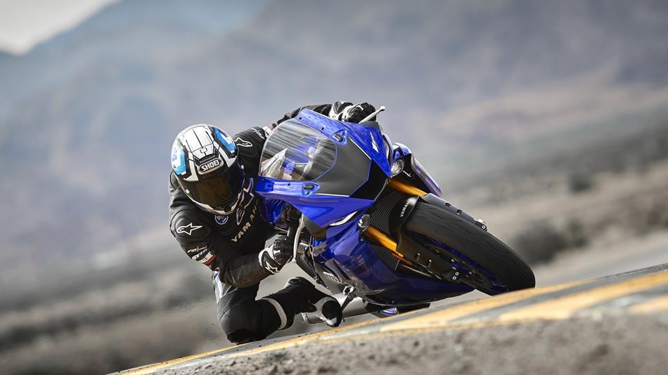 2018-Yamaha-YZF-R6-EU-Yamaha-Blue-Action-002