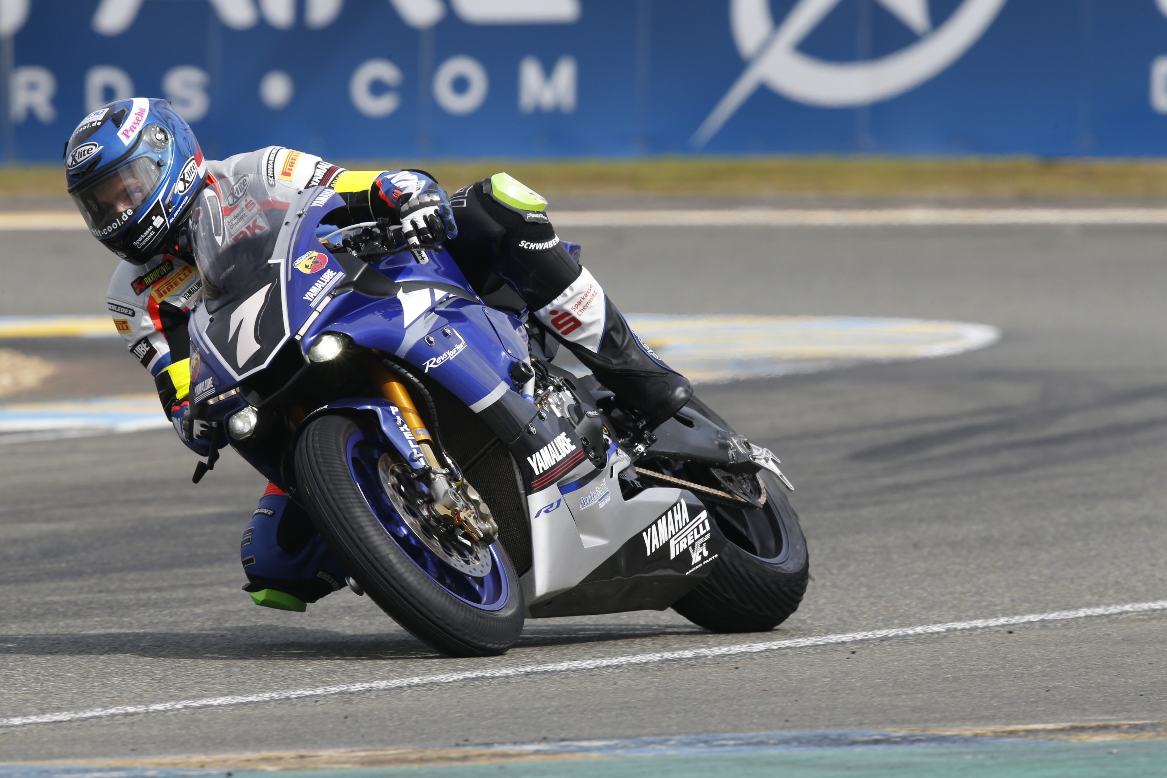 yamaha goes above and beyond in le mans 24h motos yamaha racing. Black Bedroom Furniture Sets. Home Design Ideas